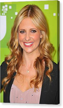Sarah Michelle Gellar At Arrivals Canvas Print