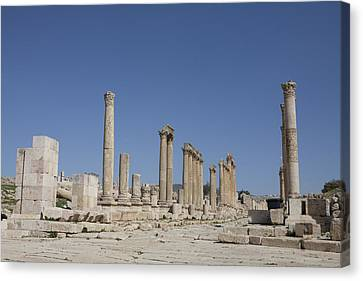 The Oval Plaza In The Ruins Canvas Print by Taylor S. Kennedy