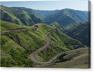Usa, Washington, Asotin County, Mountain Road Canvas Print by Gary Weathers
