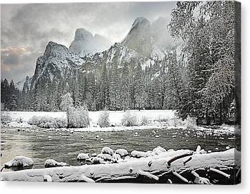 Yosemite National Park, California, Usa Canvas Print by Robert Brown