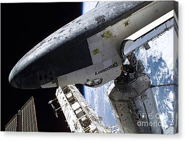 Space Shuttle Discovery Canvas Print by Nasa