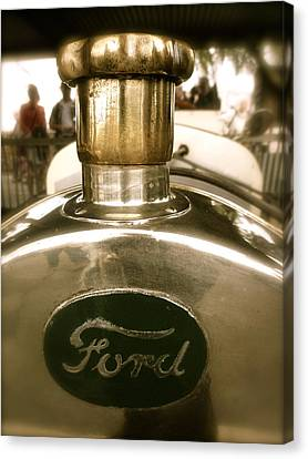 Canvas Print featuring the photograph 1918 Ford Model T Indianapolis Hood Badge by John Colley