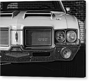 1972 Olds 442 Black And White  Canvas Print by Gordon Dean II