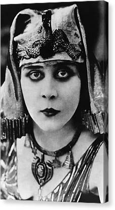 Cleopatra, Theda Bara, 1917 Canvas Print by Everett