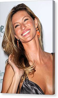 Gisele Bundchen At Arrivals For The Canvas Print by Everett