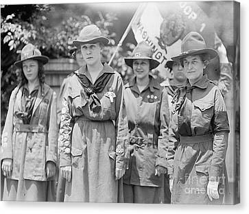 Juliette Daisy Low, Founder Of The Girl Canvas Print by Photo Researchers