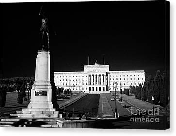 Lord Carson Statue At The Northern Ireland Parliament Buildings Stormont Belfast Northern Ireland Uk Canvas Print by Joe Fox
