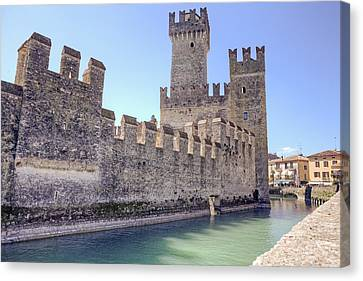 Scaliger Castle Wall Of Sirmione In Lake Garda Canvas Print