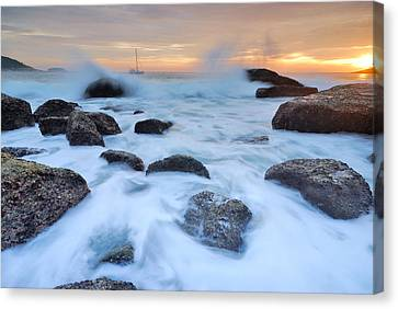 Seascape Canvas Print by Teerapat Pattanasoponpong