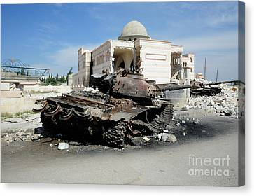 A Russian T-72 Main Battle Tank Canvas Print by Andrew Chittock