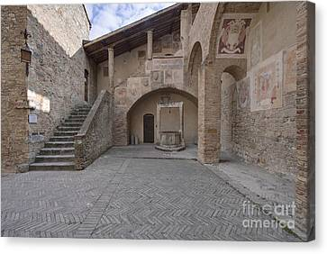 Palazzo Comunale Canvas Print by Rob Tilley