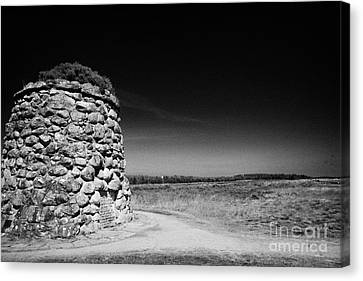 the memorial cairn on Culloden moor battlefield site highlands scotland Canvas Print by Joe Fox