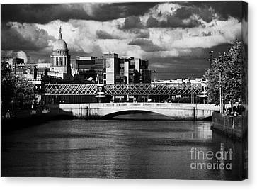 View Of The River Liffey In Dublin City Centre Republic Of Ireland Canvas Print by Joe Fox