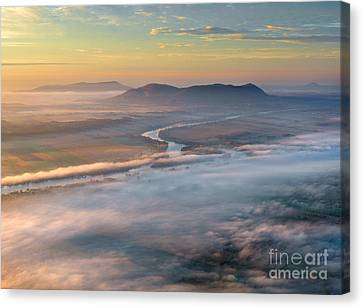 Early Autumn Morning Fog On The Richelieu River Valley Quebec Ca Canvas Print