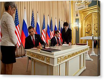 President Obama And Russian President Canvas Print by Everett