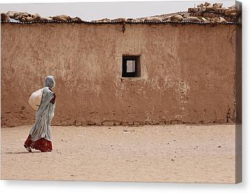 A Refugee From Western Sahara Leaves Canvas Print by Steve Raymer