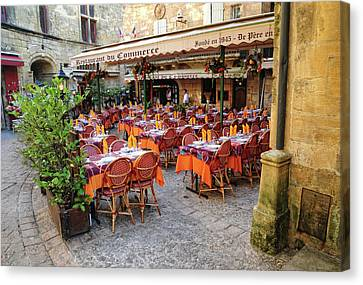 A Restaurant In Sarlat France Canvas Print by Dave Mills