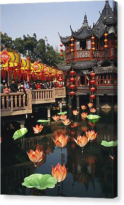 A Tea House In Shanghais Yuyuan Garden Canvas Print by Justin Guariglia