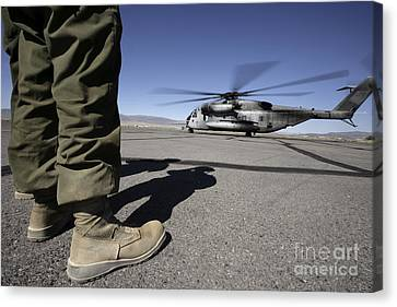 A U.s. Marine Corps Airframe Mechanic Canvas Print by Stocktrek Images