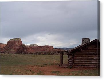 Canvas Print featuring the photograph Abiquiu Cabin by Susan Alvaro