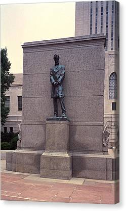 Abraham Lincoln Statue Canvas Print by Granger
