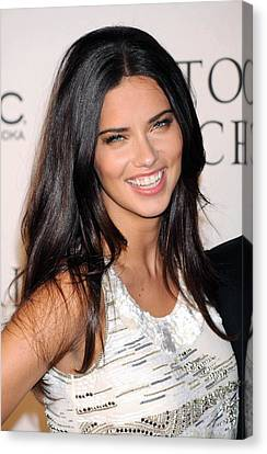 Adriana Lima At Arrivals For 2009 Canvas Print by Everett