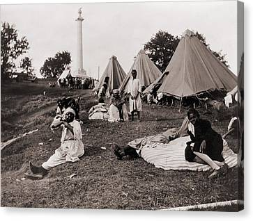 African American Refugees In Front Canvas Print by Everett