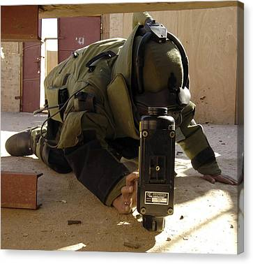An Eod Member Places An X-ray Machine Canvas Print by Stocktrek Images