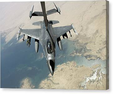 An F-16 Fighting Falcon Refuels Canvas Print by Stocktrek Images