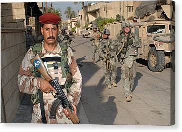An Iraqi Soldier Leads The Way Canvas Print by Everett