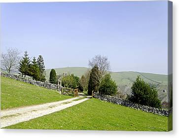 Approach To Air Cottage Near Ilam Canvas Print