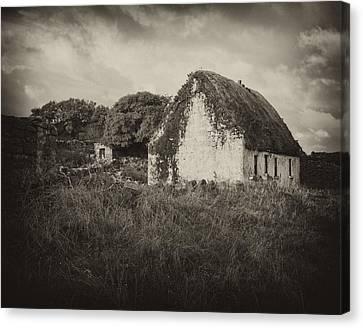 Canvas Print featuring the photograph Aran Island Home by Hugh Smith