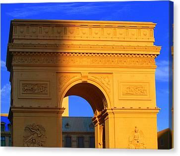 Arc De Triomphe  Canvas Print by Linda Edgecomb