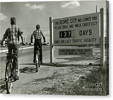 Atomic City Tennessee In The Fifties Canvas Print by Tom Hollyman and Photo Researchers