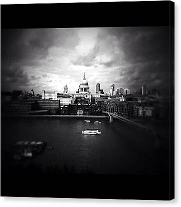Back In London Canvas Print by Ritchie Garrod