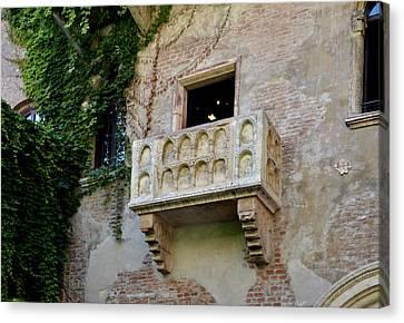 Balcone Di Romeo E Giulietta Canvas Print by Martina Fagan