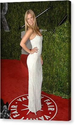 Bar Refaeli At Arrivals For Vanity Fair Canvas Print by Everett