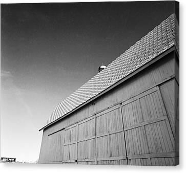 Barn At Eble Park Canvas Print by Jan W Faul