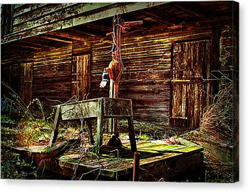 Beaten Down Barn Building Canvas Print by Trudy Wilkerson