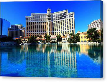 Canvas Print featuring the photograph Bellagio Waters by Linda Edgecomb