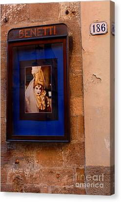 Beniiti In Lucca Canvas Print by Bob Christopher