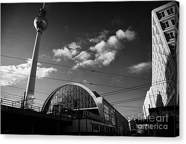 berliner fernsehturm Berlin TV tower symbol of east berlin and the Alexanderplatz railway station Canvas Print by Joe Fox