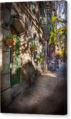Bike - Ny - Greenwich Village - The Green District Canvas Print by Mike Savad