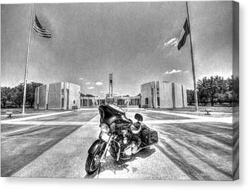 Black And White - Pgr At Houston National Cemetery Canvas Print by David Morefield