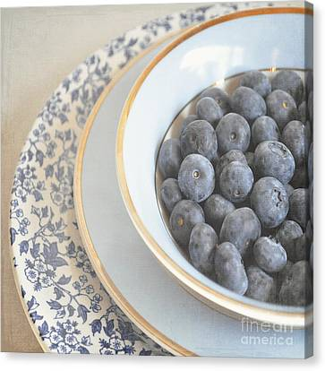 Blueberries In Blue And White China Bowl Canvas Print by Lyn Randle