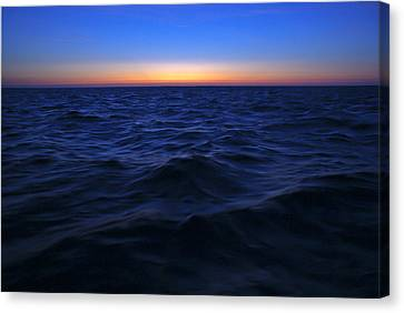 Bluewater Sunset Canvas Print by Gary Eason