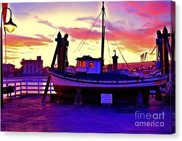 Boat On Santa Cruz Wharf Canvas Print by Garnett  Jaeger