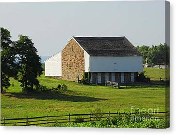Canvas Print featuring the photograph Brian Barn At Gettysburg by Cindy Manero