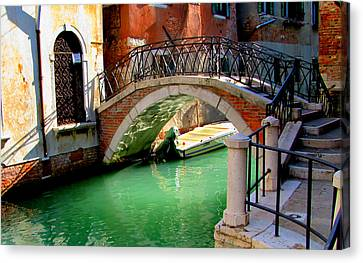 Bridge In Venice Canvas Print by Barbara Walsh