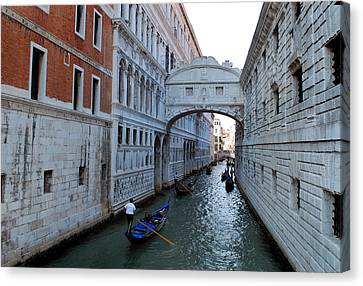 Bridge Of Sighs. Canvas Print by Terence Davis